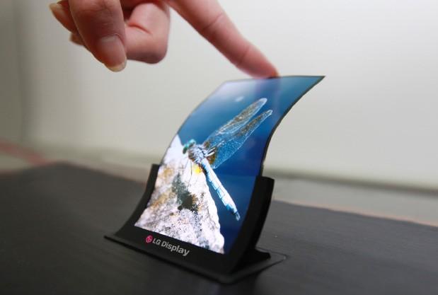 """LG svelerà un pannello OLED da 5"""" flessibile ideale per i prossimi iPhone!"""