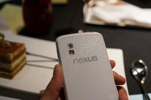 Nexus 4 bianco annunciato ufficialmente: LG smentisce le voci su Nexus 5