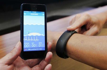 Foxconn presenta il proprio Smart Watch che si collega con iPhone