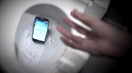 galaxy-s4-toilet