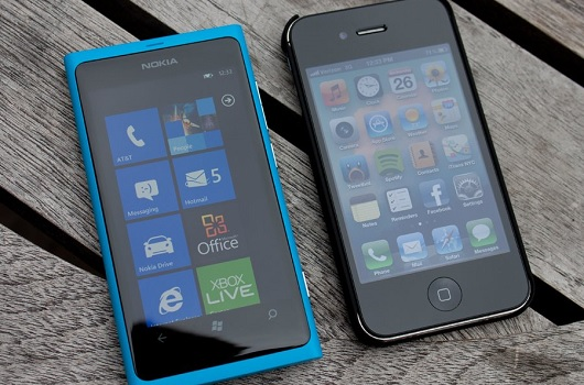 heres-a-lumia-800-and-iphone-4s-theyre-about-the-same-size-but-the-lumia-feels-lighter