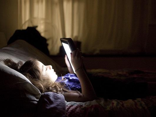 Smartphone e tablet influenzano negativamente la qualità del sonno