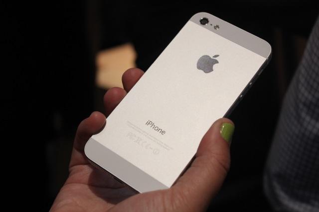 Nuove foto di iPhone 5S: avrà un doppio flash LED   Rumor