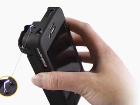 L'iPhone come un taser: grazie ad una nuova custodia lo smartphone ci difende dai malviventi