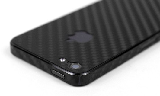bodyguardz-apple-iphone-5-carbon-fiber-detail-black