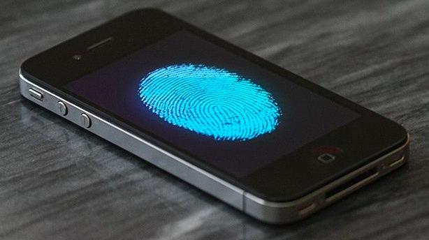 iPhone 5S: Il sensore di impronte digitali potrebbe essere inserito sotto il display