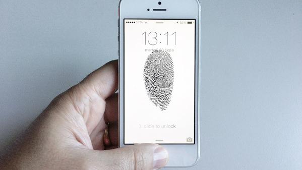 Il sensore di impronte digitali servirà solo a sbloccare l'iPhone, almeno all'inizio