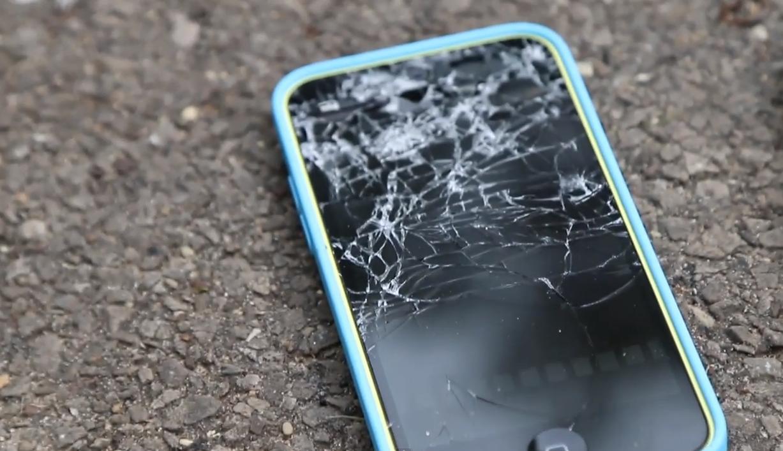 Prova di resistenza alla caduta per iPhone 5C e iPhone 5S | Video