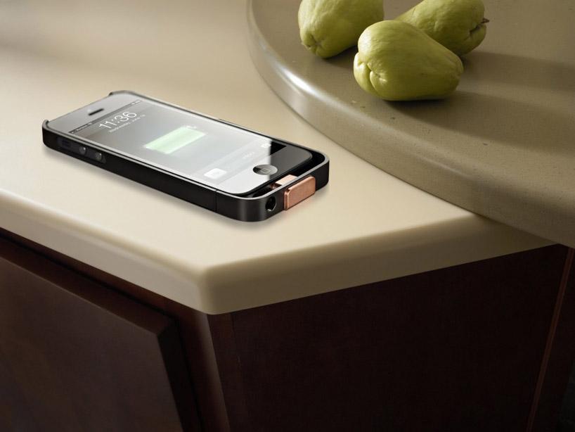 DuPont Corian, il tavolo per la casa che ricarica l'iPhone senza fili