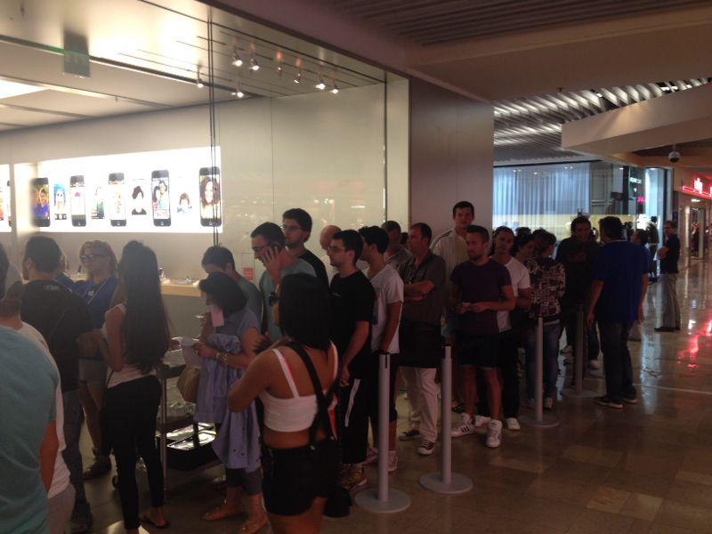 Nuova fila per acquistare iPhone 5S: spedizioni in ritardo o manovra premeditata?