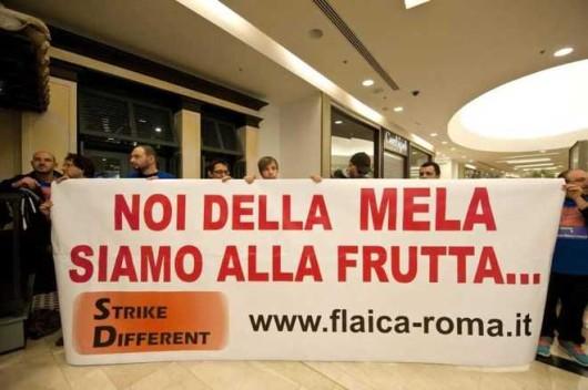 APPLE: PROTESTA STORE ROMA, NOI DELLA MELA SIAMO ALLA FRUTTA