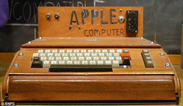 Una rara fotografia mostra i primi Apple I nella camera da letto di Steve Jobs