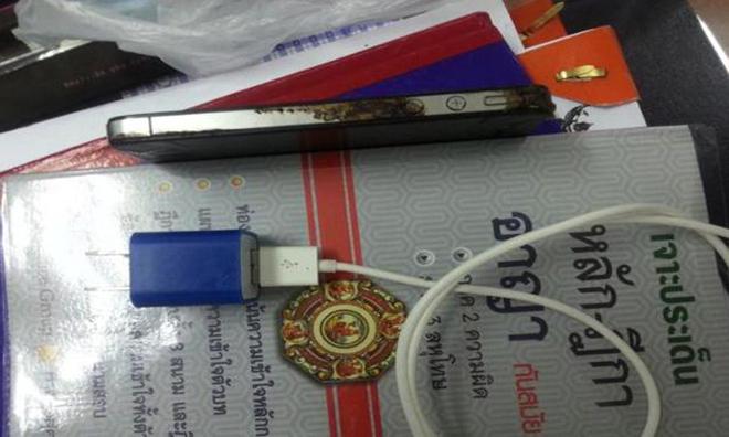 13.11.27-Thai_iPhone