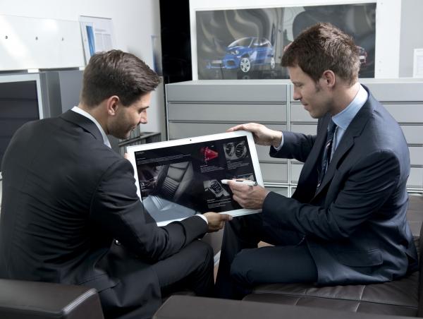 """Arriva in Italia il primo tablet al mondo con display da 20"""" e risoluzione 4K"""