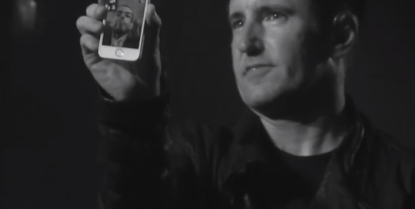 iPhone 5S, l'intermediario che permette il nobile gesto del cantante dei Nine Inch Nails