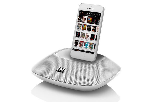 JBL On Beat Micro: Speaker dock portatile per iPhone 5/5S al 50% di sconto su Amazon