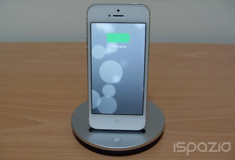 iSpazio prova AluBolt, lo stand per ricaricare iPhone e iPad mini dal design in stile Apple