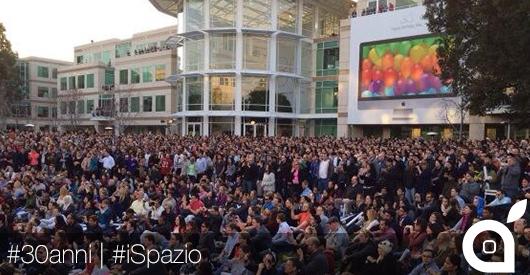 Apple festeggia i 30 anni dal primo Mac con un concerto dal vivo presso la sede a Cupertino