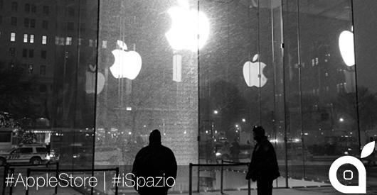 Spazzaneve frantuma una vetrata dell'Apple Store del valore di 450.000 dollari