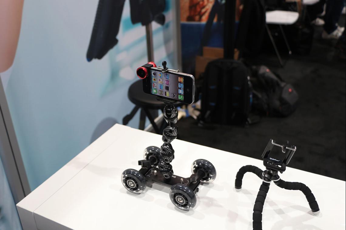 Dolly e RokStand, due fantastici supporti per dispositivi iOS | CES 2014 [Video]