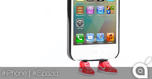 iPhone stand scarpe