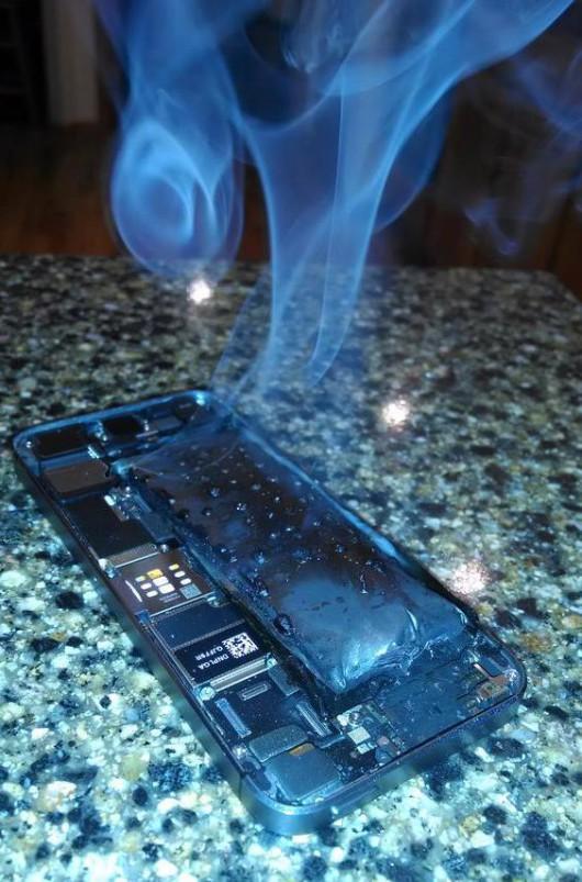 burning-iphone-5s (2)