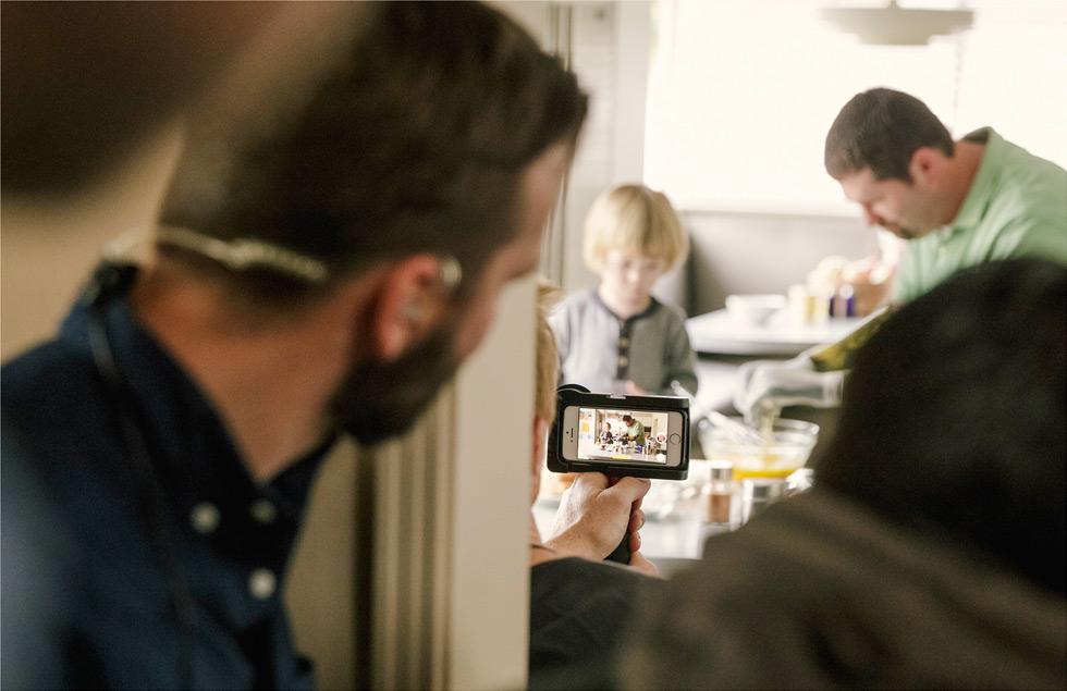 """Apple continua i festeggiamenti con il nuovo video """"1.24.14"""" registrato totalmente con l'iPhone"""