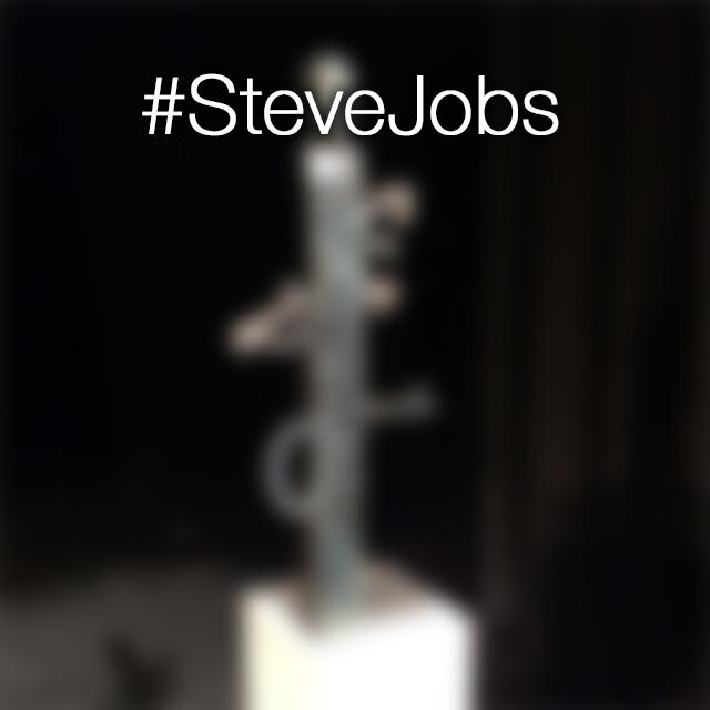 Questa è la discutibile statua di Jobs che finirà nel quartier generale Apple