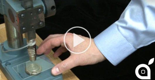 Gorilla Glass vs Zaffiro: l'ultima sfida di resistenza [Video]
