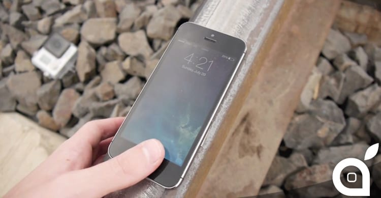 Cosa succede quando un treno passa sopra ad un iPhone 5S ? [Video]