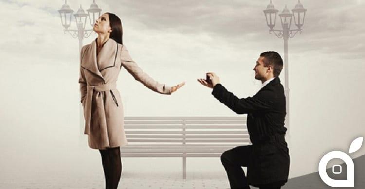Le chiede di sposarlo fra 99 iPhone 6 e lei lo respinge