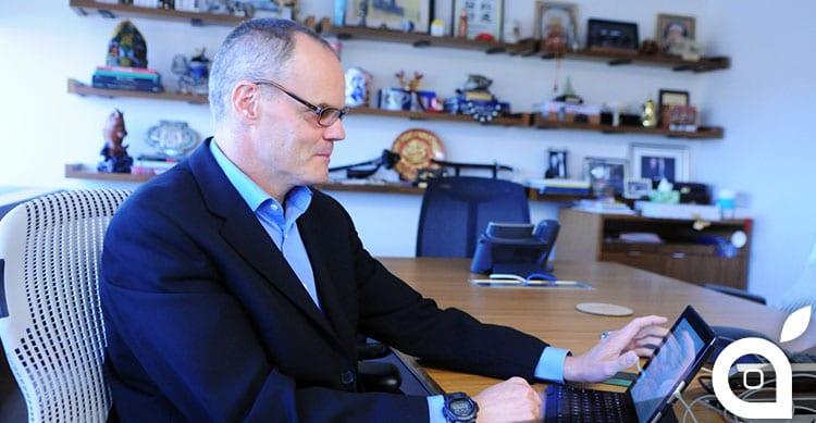 ufficio con iPad e iPhone