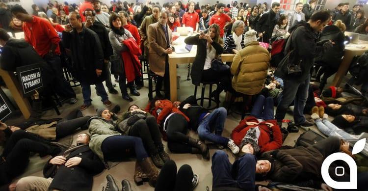 L'Apple Store sulla 5th Avenue di New York occupato in segno di protesta