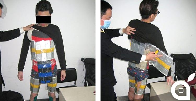 Un contrabbandiere cinese è stato catturato con 94 iPhone legati al suo corpo