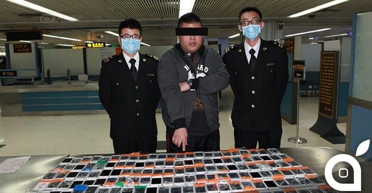 Contrabbandiere di Hong Kong si veste di 146 iPhone da vendere in Cina