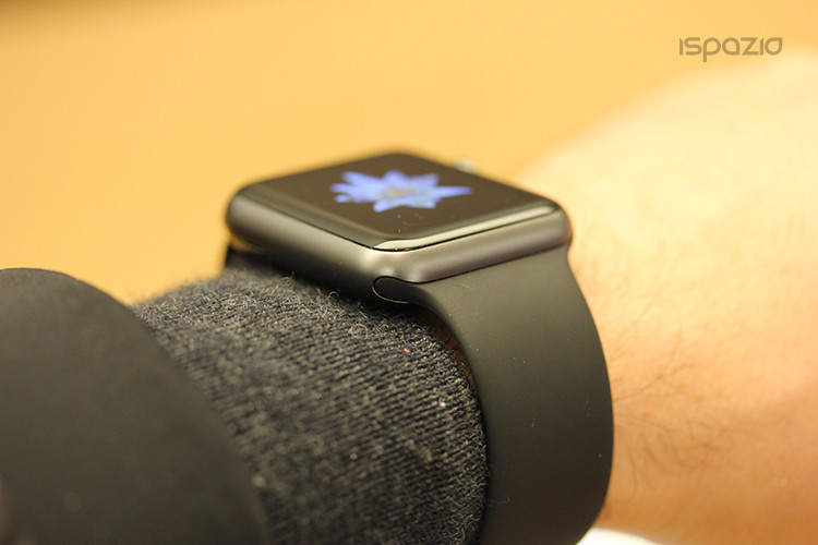 apple-watch-nero-sport-sul-polso-ispazio