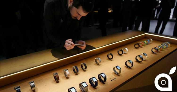 """Apple avverte: """"Troppe richieste per Apple Watch. Potrà essere prenotato solo online, non mettetevi in fila"""""""