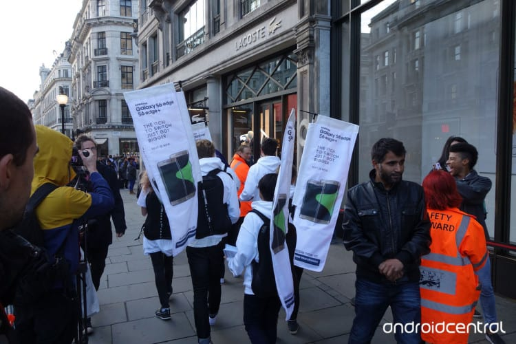 iphone-samsung-launch-london-2