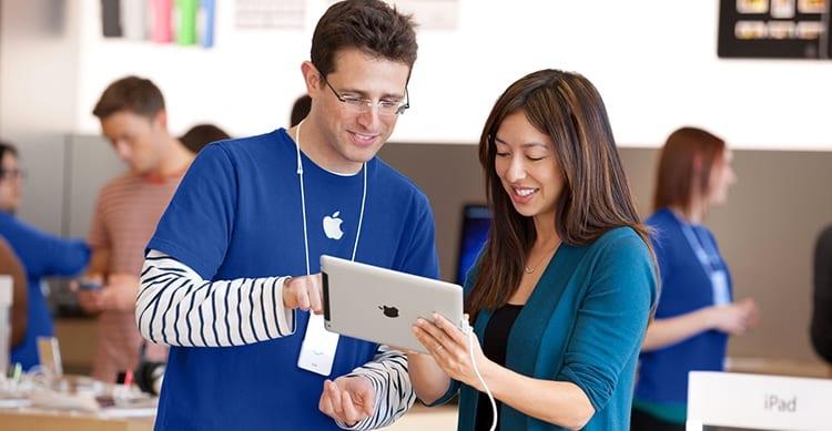 apple store emoployee
