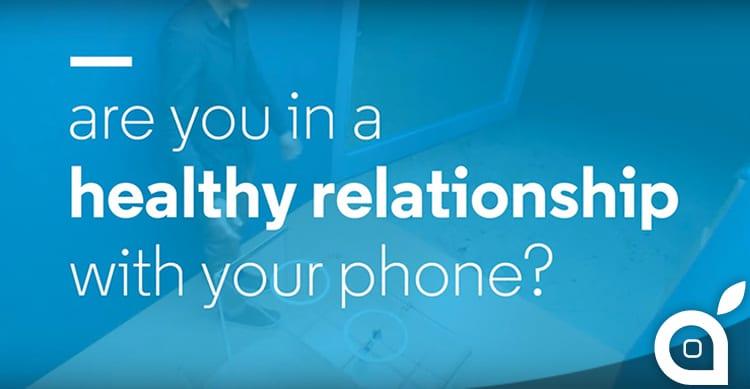 Ashton Kutcher sponsorizza Motorola in un interessante video-esperimento sulla dipendenza da smartphone