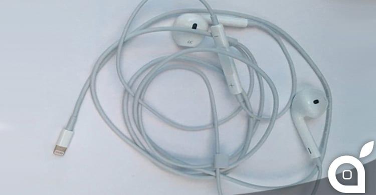 Prima foto delle cuffie EarPods con connettore Lightning