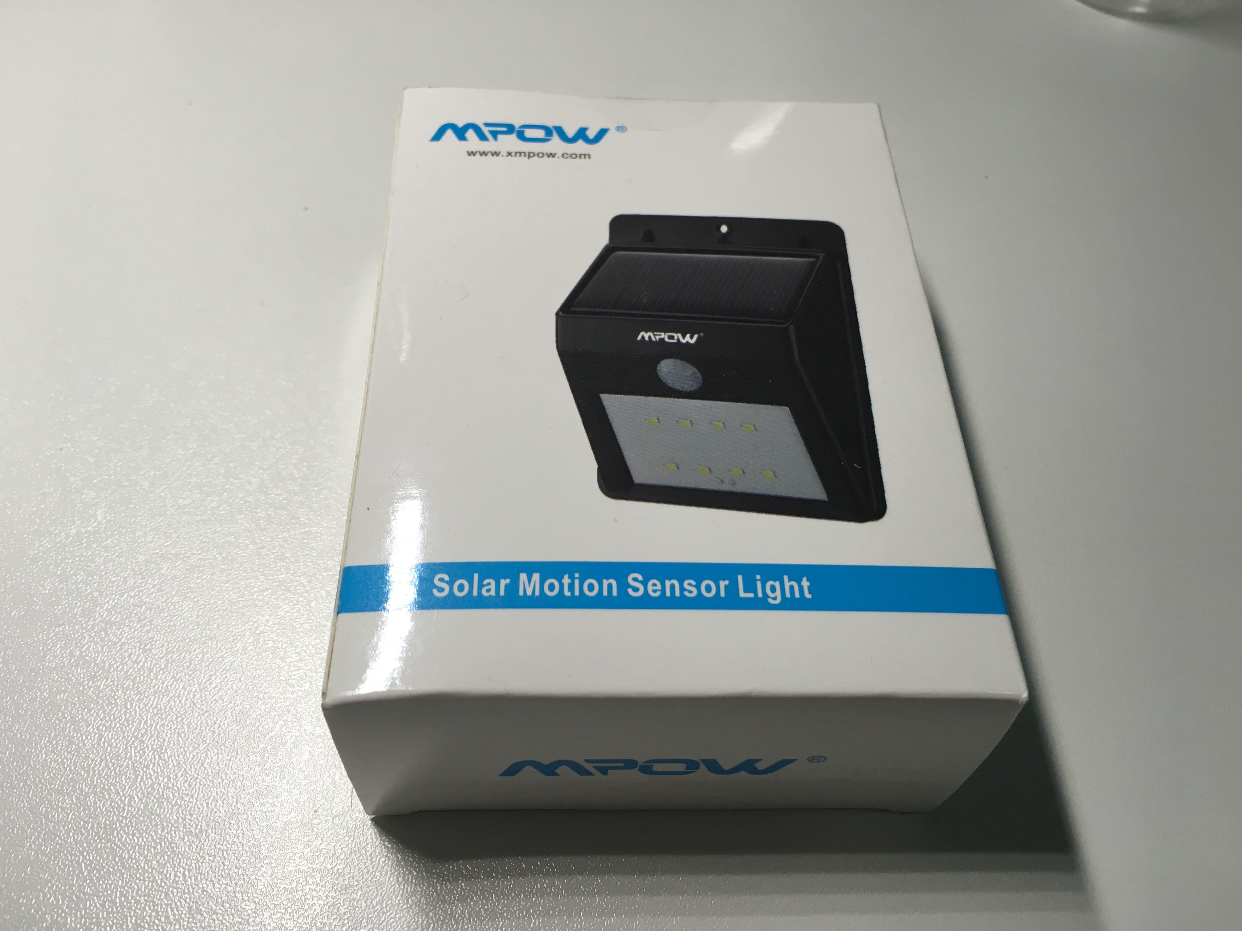 Lampada led potentissima alimentata da energia solare con sensore
