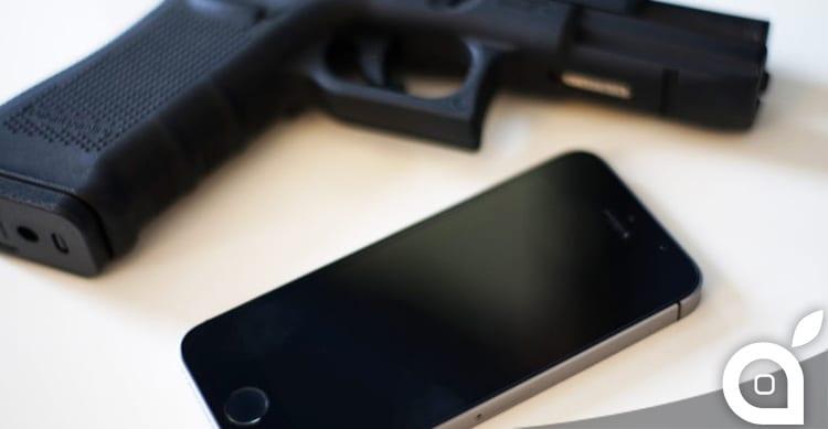 Un nuovo brevetto Apple trasforma l'iPhone in una pistola laser giocattolo