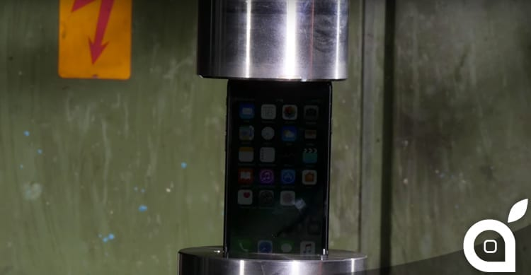 "iPhone 7: ecco cosa succede se vi ""casca"" in una pressa idraulica [Video]"