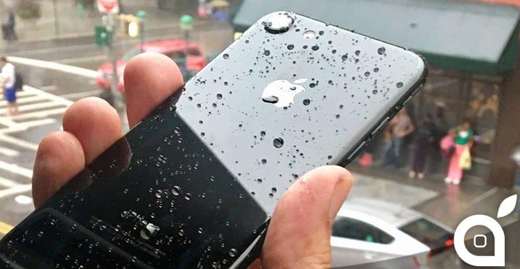 Usare l'iPhone 7 sotto la doccia sta diventando un trend piuttosto popolare