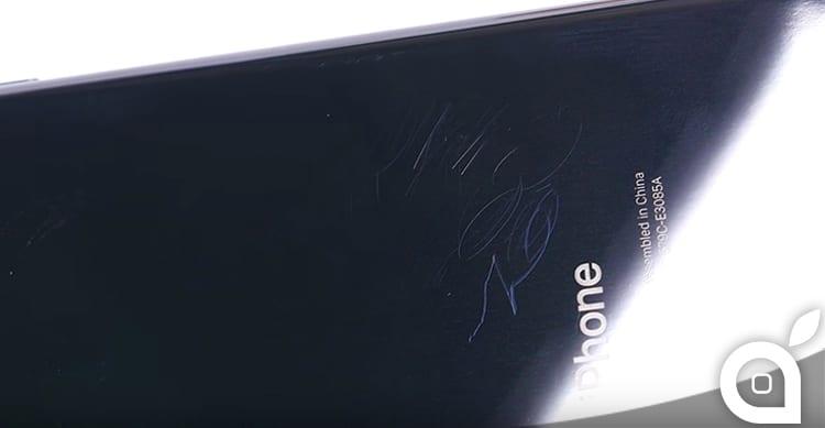 Quanto è sensibile ai graffi il nuovo iPhone 7 Jet Black? [Video]