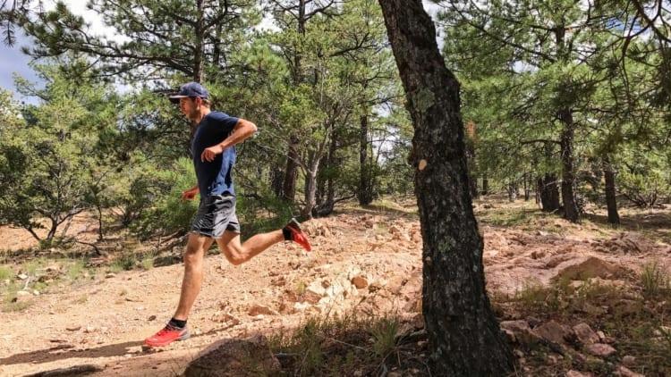 runner_going_down_hill_iphone_7