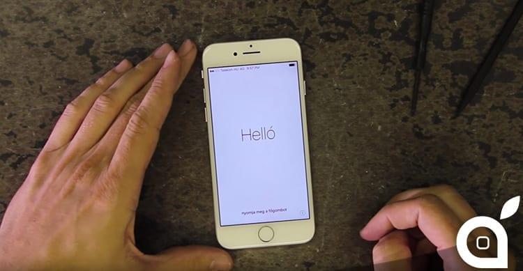 Utilizza una sega ed una levigatrice per modificare il design dell'iPhone 7 [Video]