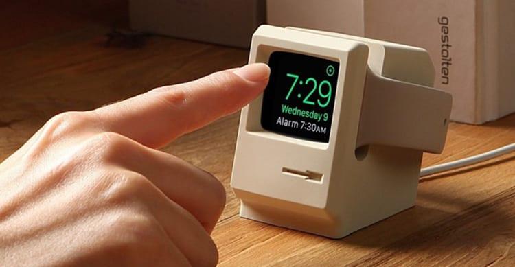 Un piccolo Macintosh 128K diventa uno stand per Apple Watch | CES 2017