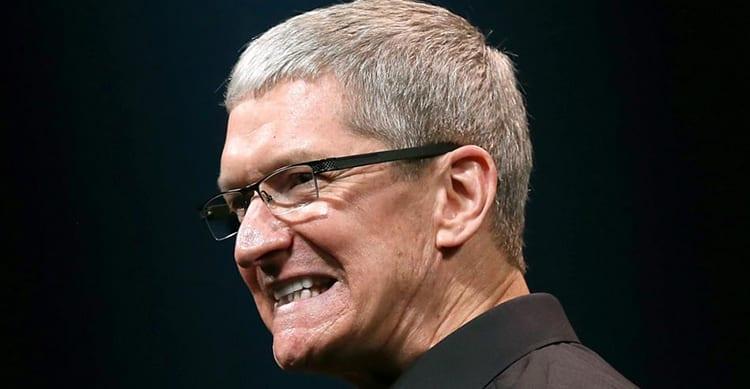 Apple stringe la cinghia: ridotto lo stipendio di Tim Cook e di altri top manager